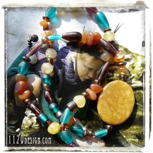 MAMUPI-collana-multicolore-vetro-e-pietre-dure-stile-chanel