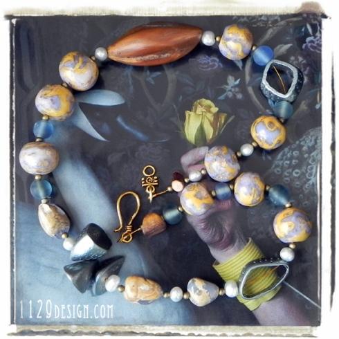 MCRORY-collana-azzurro-beige-oro-calcedonio-fimo-legno-clay-calcedony-wood-necklace-1129design