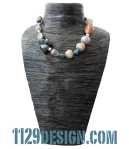 MCRORY-collana-indossata-azzurro-beige-oro-calcedonio-fimo-legno-clay-calcedony-wood-necklace-1129design