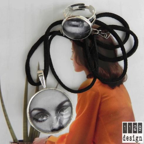 collana con pendente e anello con foto della modella twiggy